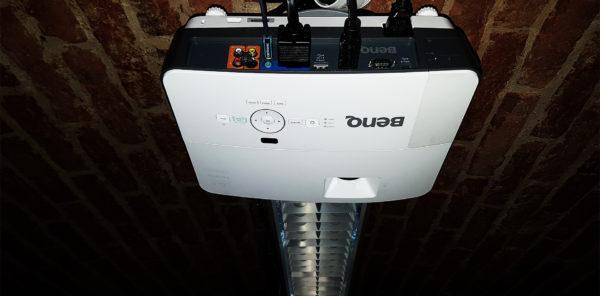 projektor-3-600x296